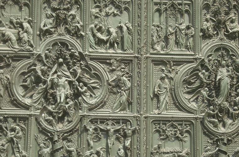 5milano-special-5-the-cathedral-door-1-italia